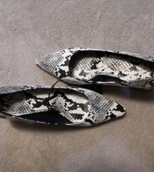 Nove s etiketom cipele 38