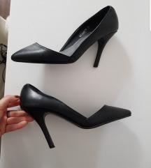 Crne stileto (+ slika kako stoje)
