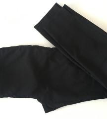 Zara klasicne crne uske hlace
