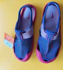 NOVE Nike sandale br. 33