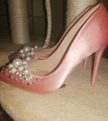 Roze biserne štikle