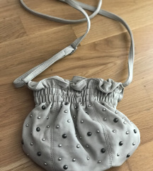 BEŽ torbica sa zakovicama