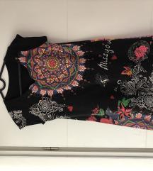 Crna majica/tunika s detaljima