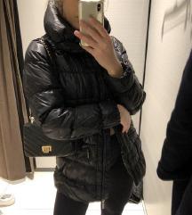 Crna ispunjena puffer jakna