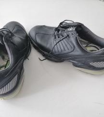Golf cipele nove,