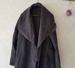 Sivi duži kaput