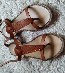 Ravne sandale novo
