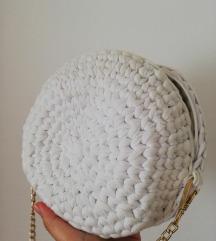 Mala bijela ljetna torbica
