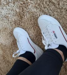 Adidas tenisce