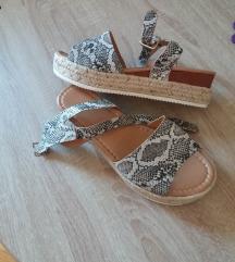 Nove sandale/espadrile