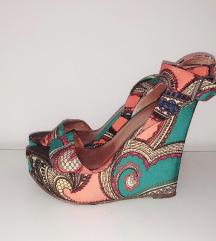 Cvjetne sandale s punom petom 38
