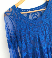Prekrasna čipkana plava haljina