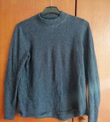 Plavi i crni pulover