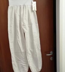 Nove bijele, široke hlače