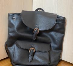 Pull&Bear crni kožni ruksak