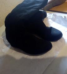 Crne čizme ,krzno