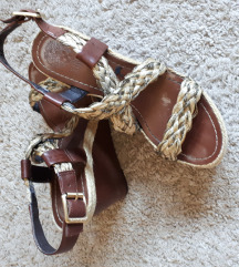 Vince Camuto  sandale poklanjam