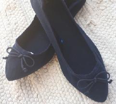Nenošene tamno plave balerinke