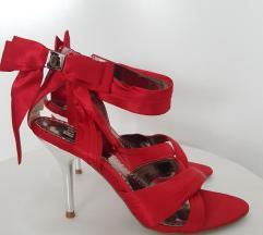 Crvene sandale na petu