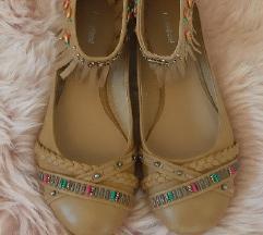 Nove, nenosene cipele