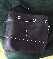 H&M kozna torba sa zakovicama