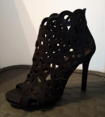 Crne atraktivne sandale
