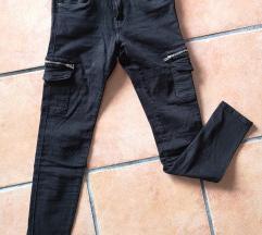 Crne hlače s džepovima, S