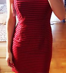 Nova s etiketom predivna crvena haljina