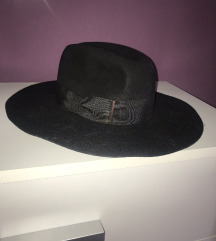 H&m crni šešir
