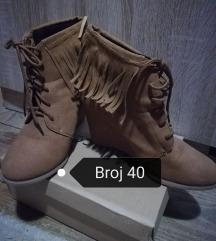 Smeđe cipele na petu broj 40