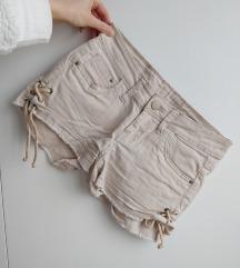 Crne ili krem kratke hlače