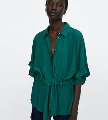 Zara smaragdno zelena bluza s volanima