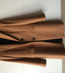 Zara predivan nenoseni blazer:)