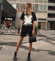%%% Ganni oversized majica NOVO!!!