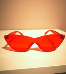 Crvene prozirne naocale