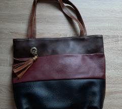 Lot dvije veće torbe