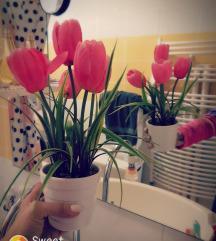 Umjetni cvijet u vazi