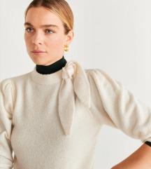 MANGO pulover s etiketom %