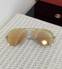 Naočale sa zlatnim sjajem