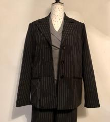 Novo pinstripe odijelo i vesta