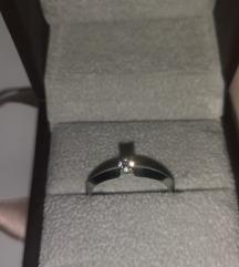 Zlatni prsten s briliantom 18k