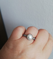 Srebrni prsten s biserom i cirkonima