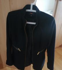 Kratki crni strukirani kaput
