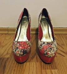 Cipele na petu s uzorkom cvijeća