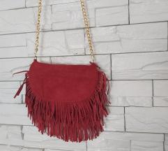 Crvena torbica s resama