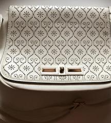 Bijela torbica boja bjelokosti