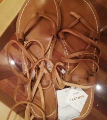Sandale s etiketom