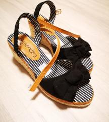 Nove sandale Esmara