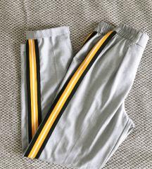Bershka sive hlače sa crtom