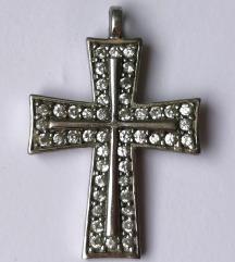 Srebrni križić sa cirkonima